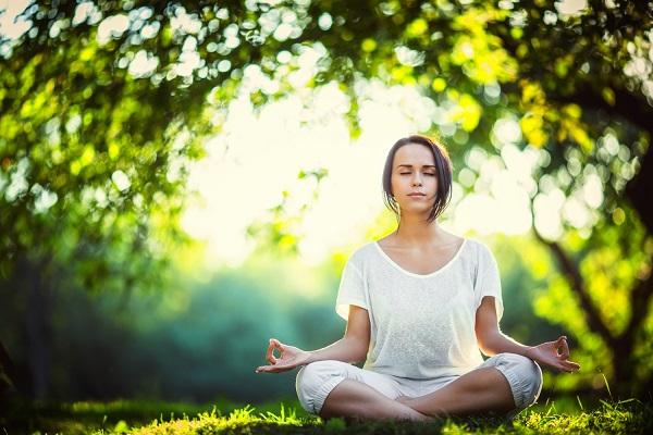 Woman meditating (600)